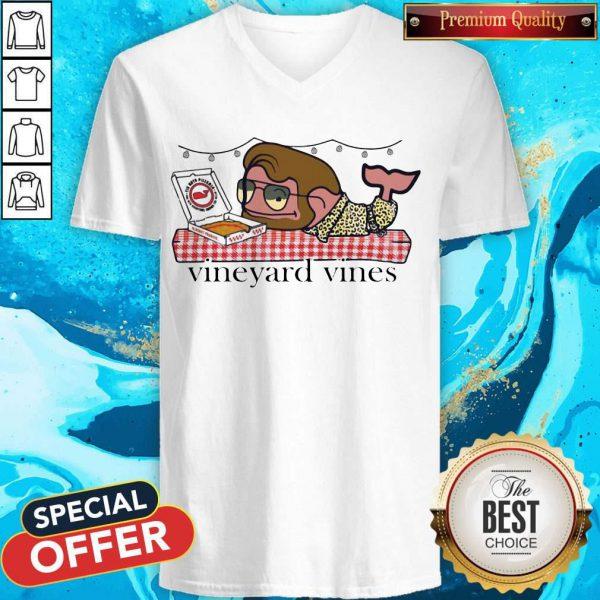 Nice Vineyard Vines Barstool V-neck