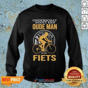 Cute Onderschat Nooit Een Oude Man Op Een Fiets Sweatshirt - Design By Habittees.com