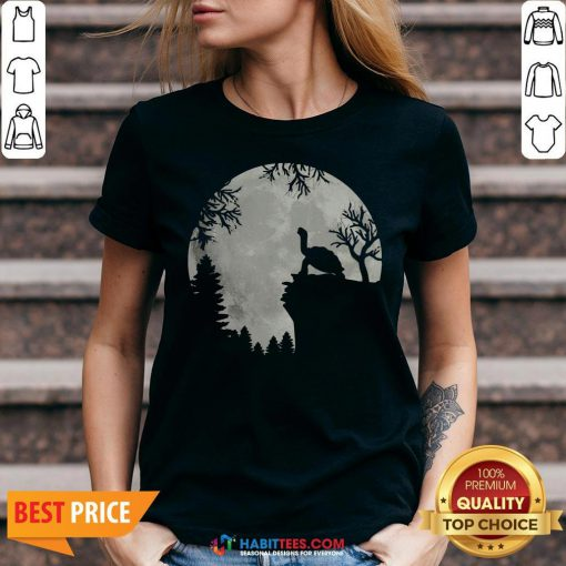 Funny Howling Turtle The Moon V-neck - Design By Habittees.com
