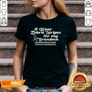 I Weat Zebra Stripes Dor My Grandma Neuroendocrine Cancer Awareness Survivor Warrior V-neck - Design by Habittees.com
